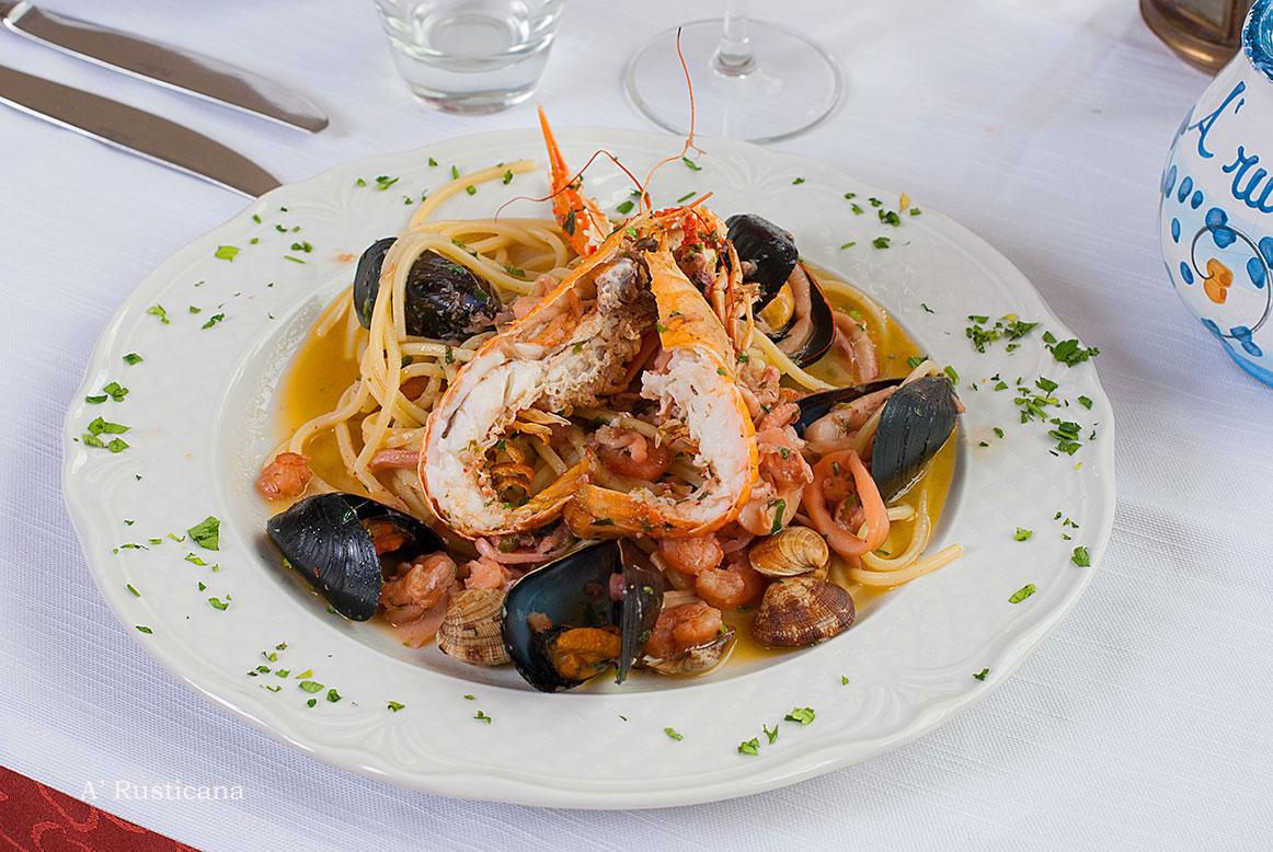 Seafood linguine (a kind of pasta)